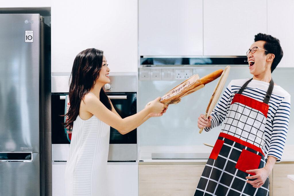 baguette duel casual couple shoot